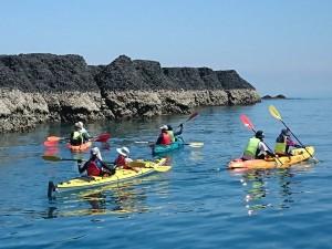 自己的島嶼自己救! 澎湖青年划獨木舟到無人島淨灘