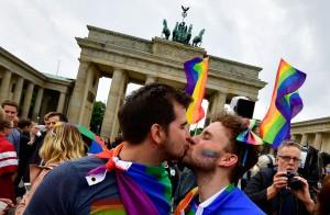 德國同婚合法 但梅克爾投反對票 理由是...
