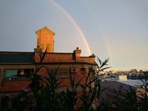 屏東出現雙彩虹 一邊陰天下雨、一邊陽光超強
