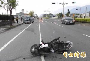 花蓮台9線雙載機車撞樹 兩男子傷重不治