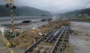 日本豪雨成災 近40萬人遭疏散