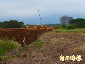 淡海輕軌機廠旁農地恐成荒地 民代促開發單位做好排水