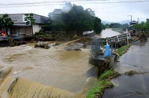 7月總雨量半天下完...  日本副首相:九州大雨超乎想像