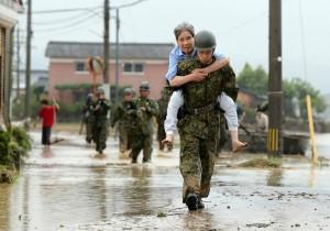 破紀錄豪雨侵襲日本 40萬人被迫撤離家園
