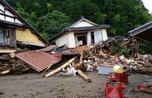暴雨襲擊九州令人心碎  年輕母親緊抱兒子死去...
