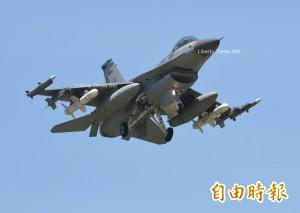 獨家》破天荒!4架F-16掛8枚魚叉飛彈 佈陣伺候遼寧艦