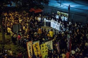 「港人意志遭踐踏!」 數百人上街聲援4遭拔議員