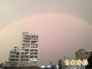 好漂亮! 傍晚彰化天空出現「雙彩虹」
