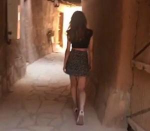 沙國女模穿短裙遊古堡引論戰 恐遭警察調查