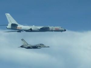 中國轟6繞台  國防部首度公佈伴飛監控照