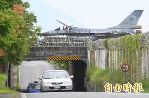 海警發布 空軍F-16及空勤UH-1H啟動避颱