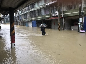 台南虎頭溪快溢堤 新化新和庄緊急撤離