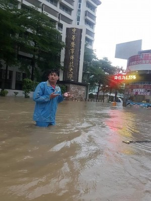 學校成水上樂園   台南中華醫大水淹到大腿