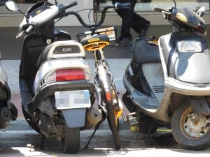北市單車今起禁停收費機車格 騎人行道2週開140張罰單