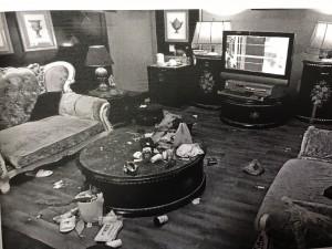 摩鐵開趴嗨過頭 4萬電視破大洞