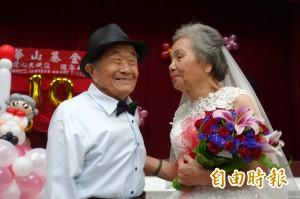 有洋蔥!8旬老夫妻圓婚禮夢 罕病孫女驚喜現身
