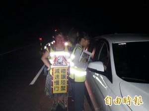 逢月圓陸蟹逛「墾丁大街」 車蟹分流 封10放10
