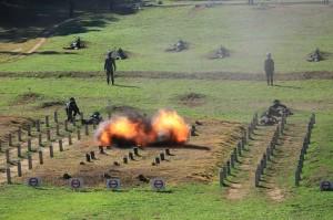 3軍9校今實施震撼教育 3千新生砲火中衝鋒陷陣