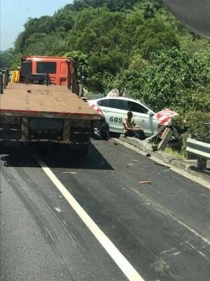 國道3號香山路段 警員戒護拋錨車被撞 1死1輕傷