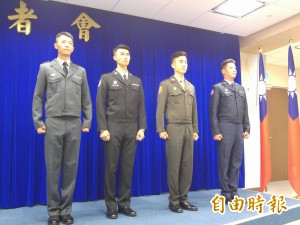質疑國軍換裝 藍委:美軍都不穿艾森豪短夾克了