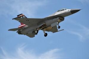 F-16戰機夾帶麻糬 鄉民笑翻:這業配、置入太猛了!