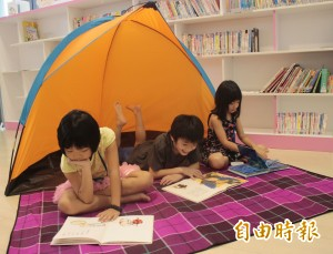 圖書館變露營區 小朋友與書香共眠