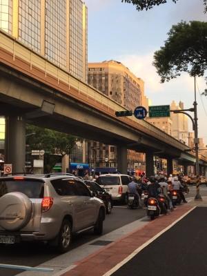 全台大跳電 北市多處紅綠燈停擺 下班交通塞爆