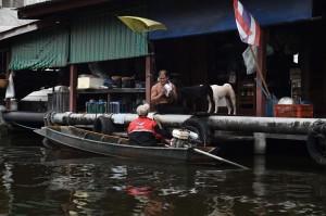 曼谷的水上郵差 穿梭運河搏感情
