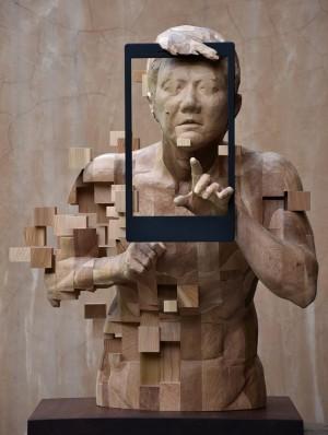 你沒看過的「科幻木雕」! 台灣藝術家竟刻出實體像素