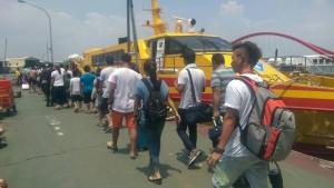 鬼月前最後黃金週 墾丁、小琉球爆量遊客被颱風逼回家