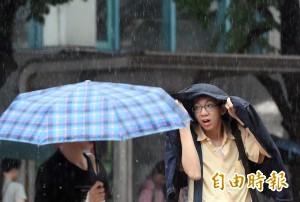花東、屏東白天雨勢驚人 預估天鴿海警傍晚解除