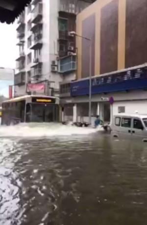 天鴿颱風狂襲中國 傳澳門全區大停電