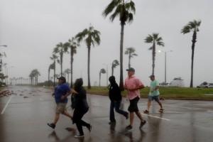怪獸級颶風襲德州!官員竟要民眾個資寫手臂好認屍