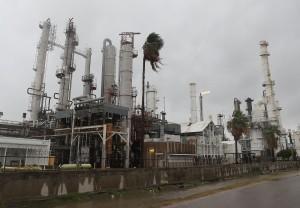 颶風無情橫掃   美國石油心臟墨西哥灣產線停擺