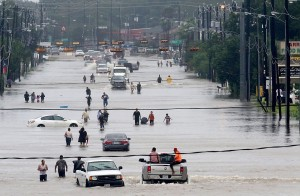 圖輯》休士頓大淹水 路易斯安那州進入緊急狀態