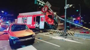 轎車沒禮讓消防車 車撞爛還得吊照賠上百萬