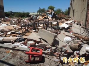 湖口私娼寮拆3週了…廢棄物仍未清 還遭亂丟垃圾