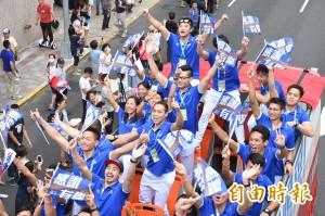 台灣英雄出發! 民眾夾道歡迎英雄到來(全圖輯)
