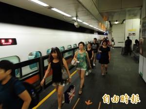 高鐵開了列車長沒上車 原來是車門故障