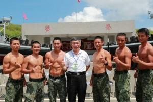 柯P澎湖勞軍感性PO文 意外釣出成串269學弟
