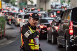曼谷交警不懂交通規則? 370人不能開罰單