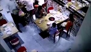 中國火鍋店小孩遭燙傷 吃飯千萬別坐在上餐動線上!