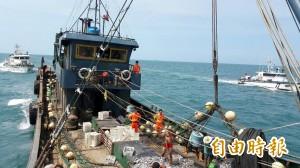中國漁船越界捕魚遭逮 船員15人依法送辦