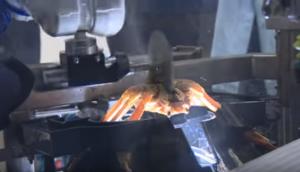 老饕看過來!機器人「秒剝螃蟹」 不髒手即享用