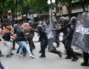 警棍、橡膠子彈齊飛 加泰隆尼亞獨立公投844傷