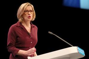 潑酸攻擊逐年攀升 英國將禁止未滿18歲買強酸