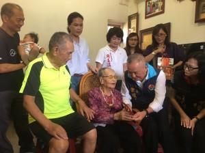 110歲人瑞嬤自創「圖像記憶法」 記150子孫電話號碼