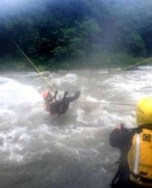 3壯漢壞天氣上山狩獵 受困沙洲驚險獲救