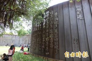 瘦鳳梨、竹筍飛彈…這些街頭藝術品慘遭民眾嫌棄