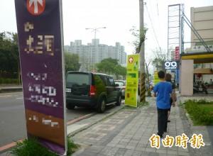 廣告看板變路障!國中生在竹北騎單車 遭絆倒骨折